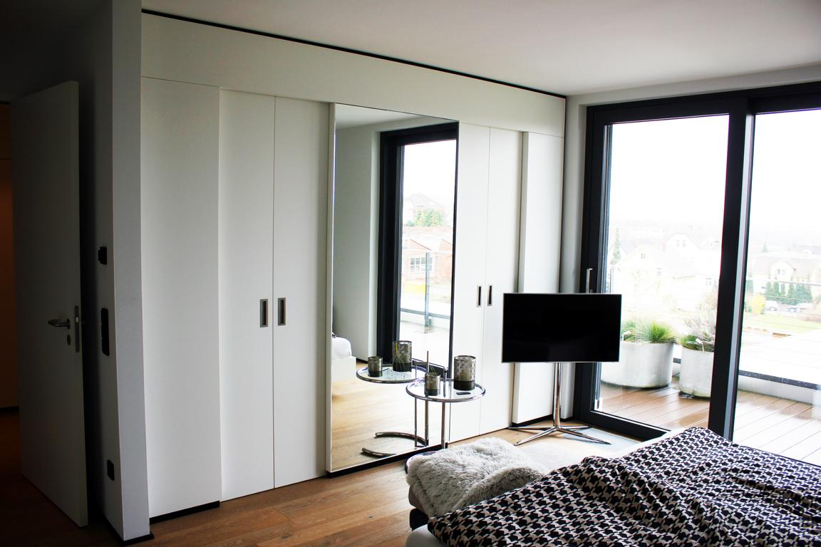schlafzimmer mit ankleide schlafzimmer wandfarbe konzeption. Black Bedroom Furniture Sets. Home Design Ideas
